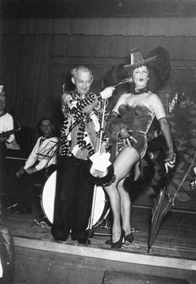"""Rolf et Berti au bal de carnaval du """"Kreis"""", 1955. Cote: Sozarch_F_5004-Fx-012"""