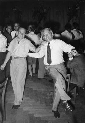 """Rolf und sein Freund Fredi Brauchli (""""Der Kreis""""), 1950er Jahre. Bildsignatur: Sozarch_F_5004-Fx-0010"""